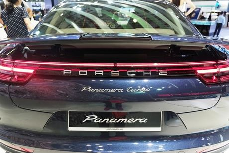 Porsche Panamera Turbo noi bat giua 'san choi' xe nhap - Anh 12