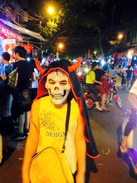 Gioi tre don Halloween som tai pho di bo Ho Guom - Anh 11