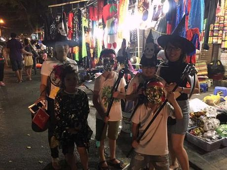 Gioi tre don Halloween som tai pho di bo Ho Guom - Anh 24