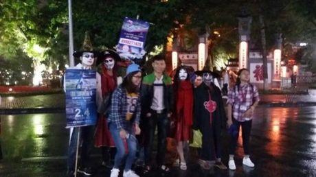 Gioi tre don Halloween som tai pho di bo Ho Guom - Anh 4