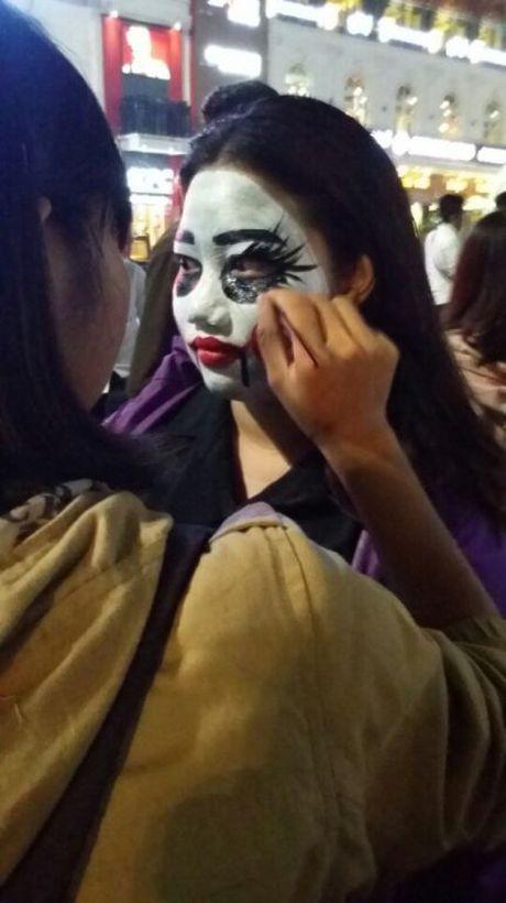Gioi tre don Halloween som tai pho di bo Ho Guom - Anh 6