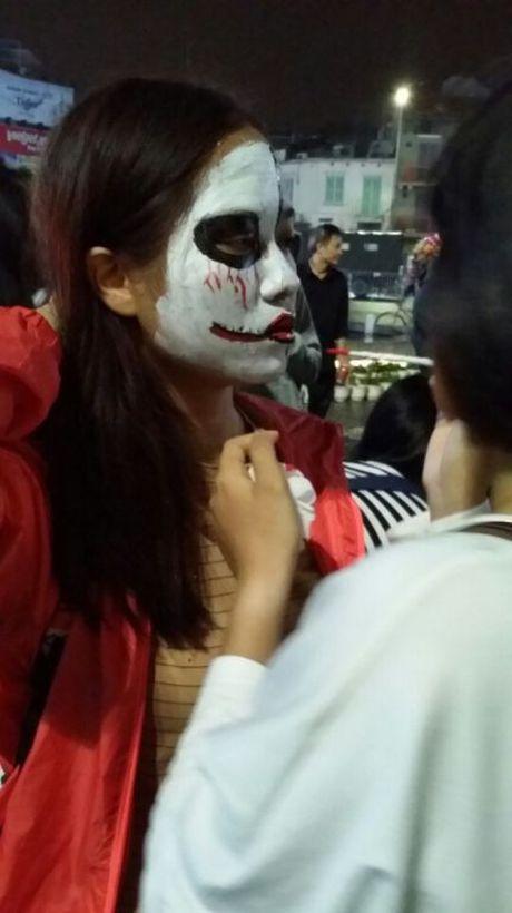 Gioi tre don Halloween som tai pho di bo Ho Guom - Anh 7