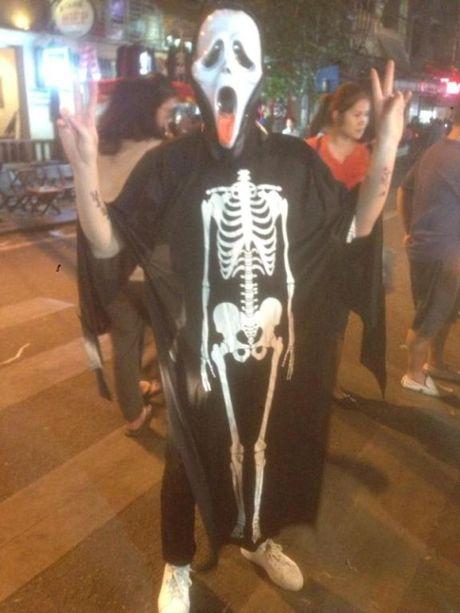 Gioi tre don Halloween som tai pho di bo Ho Guom - Anh 9