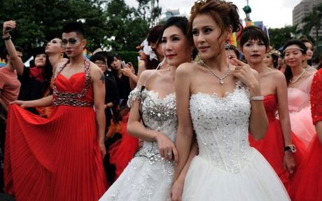 Dai Loan: 80.000 nguoi tham gia le dieu hanh tu hao dong tinh - Anh 2