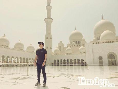 Ho Quang Hieu choang ngop voi mon banh dat vang o Dubai - Anh 1