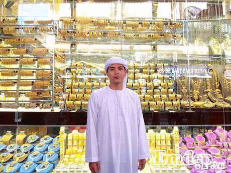 Ho Quang Hieu choang ngop voi mon banh dat vang o Dubai - Anh 4
