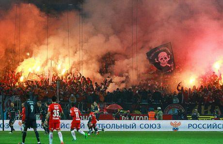 Tran derby Moscow tan nat vi bao dong tren khan dai - Anh 8