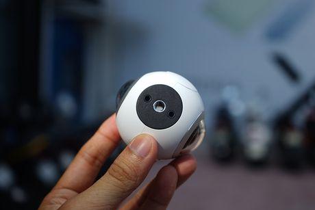 Can canh Samsung camera Gear 360 gia 7 trieu dong - Anh 5