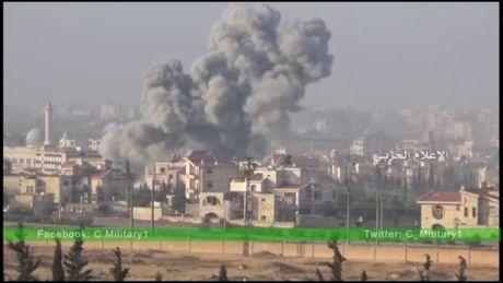 Video chien su: Tran ac chien dam mau o chao lua Aleppo - Anh 1