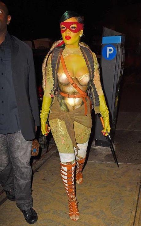 'Da mat' voi loat trang phuc an tuong cua cac sao trong ngay Halloween - Anh 3
