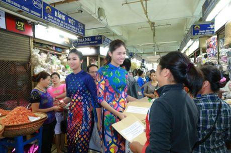 Dan Hoa hau, A hau cung nhay flashmob gay 'nao loan' Ho Guom sang som - Anh 13