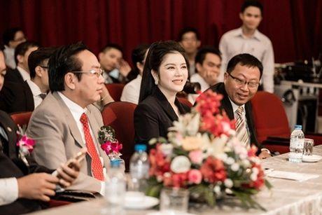 Ly Nha Ky va tap doan do co dieu hanh vua duoc vinh danh trong le trao giai Qmix 100 - Anh 5