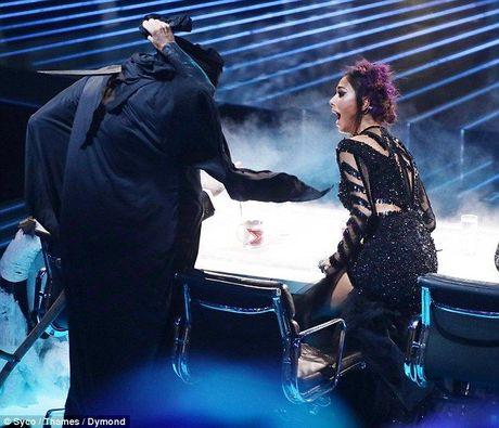 'Zombie' dong loat do bo khien giam khao X-Factor hoang loan khong ngung - Anh 6