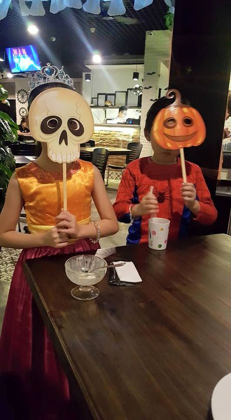 Ngoai truong Duc chung vui 'Halloween ngo nghinh' cung voi cu dan mang Viet Nam - Anh 3