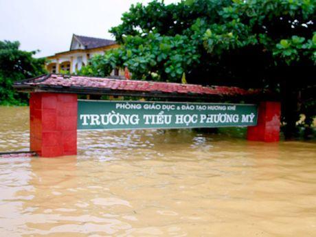 Lu o cac song Quang Binh, Ha Tinh dang len nhanh - Anh 1