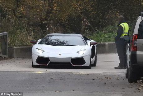 Mkhitaryan lai Lamborghini den san tap mot minh - Anh 1