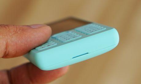 Mo hop 'cuc gach' Nokia 216 co camera selfie vua ban o VN - Anh 7