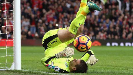 Arsenal thong tri doi hinh tieu bieu Ngoai hang Anh vong 10 - Anh 2