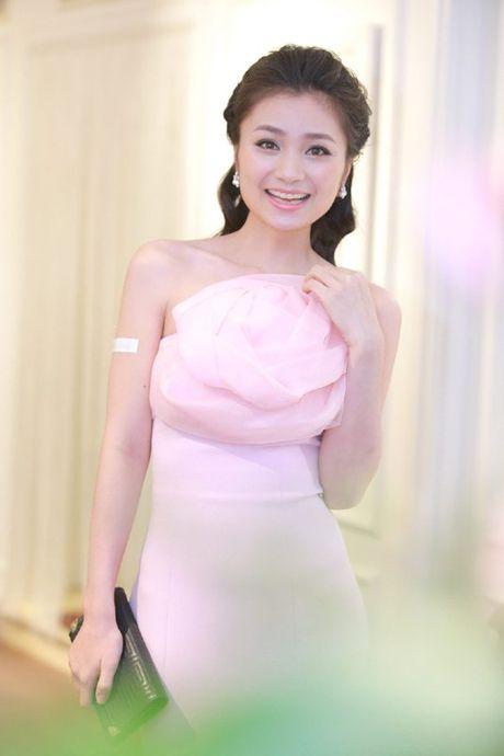 Vu Thu Phuong dep man ma voi vong mot goi cam - Anh 4