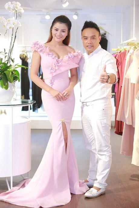Vu Thu Phuong dep man ma voi vong mot goi cam - Anh 7
