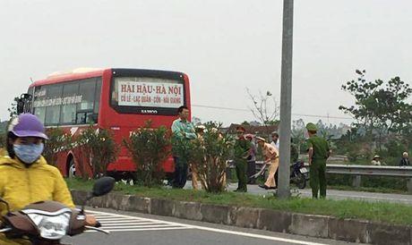 Ha Nam: Hai hoc sinh chet tham duoi banh xe - Anh 1