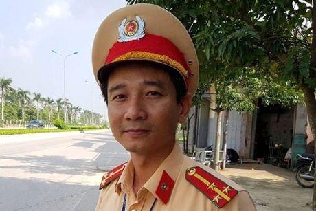 CSGT cuu thai phu bi nga xe - Anh 1