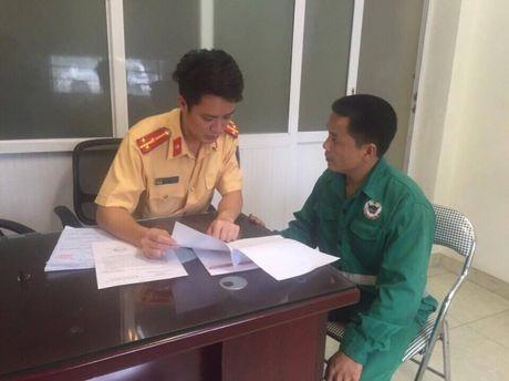 Ha Noi: Phat nguoi xe cho rac HTX Thanh Cong di nguoc chieu - Anh 1