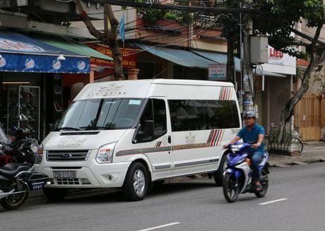 Tai xe xe HAV 'giam long' hanh khach de doi pho TTGT - Anh 2