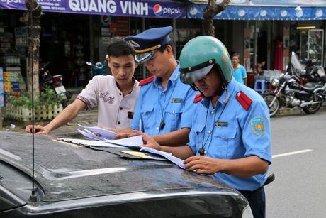 Tai xe xe HAV 'giam long' hanh khach de doi pho TTGT - Anh 3