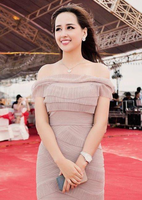 Mai Phuong Thuy len tieng ve chuyen vong eo noi pheo mo do nhiep anh 'choi xau' - Anh 1