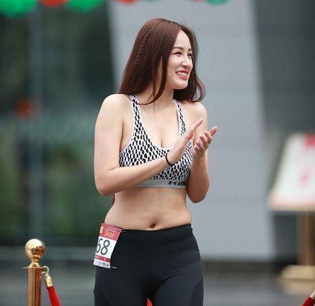 Mai Phuong Thuy len tieng ve chuyen vong eo noi pheo mo do nhiep anh 'choi xau' - Anh 2