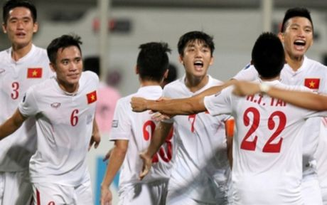 U19 Viet Nam duoc nguoi ham mo chao don nong nhiet trong ngay tro ve - Anh 1
