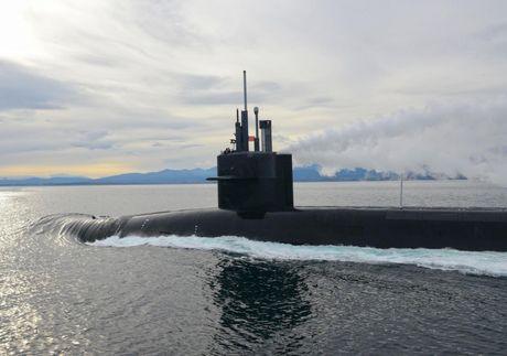 Hai quan My dieu tau ngam hat nhan USS Pennsylvania toi dao Guam - Anh 1