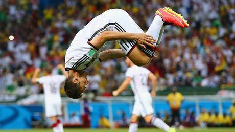 Miroslav Klose se sat canh cung tuyen Duc doi dau Italy - Anh 3