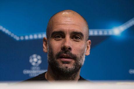 Guardiola chi ra cach giup Man City ha Barcelona - Anh 1