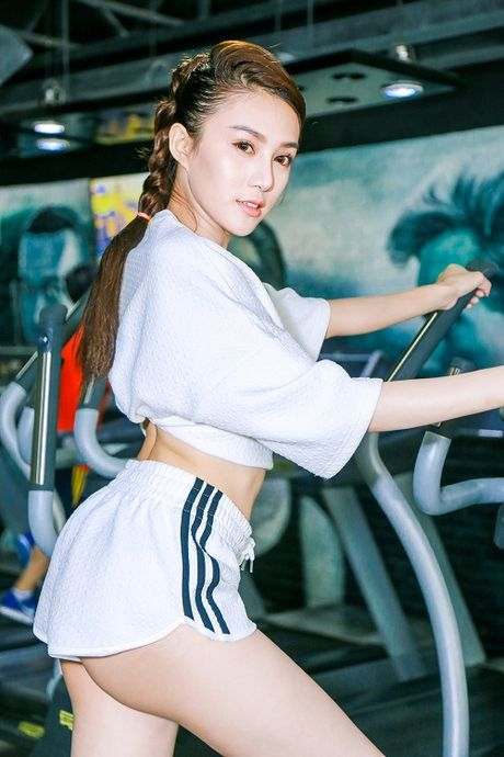 Chan dai Le Ha The Face lo anh tap gym cang nuot - Anh 6