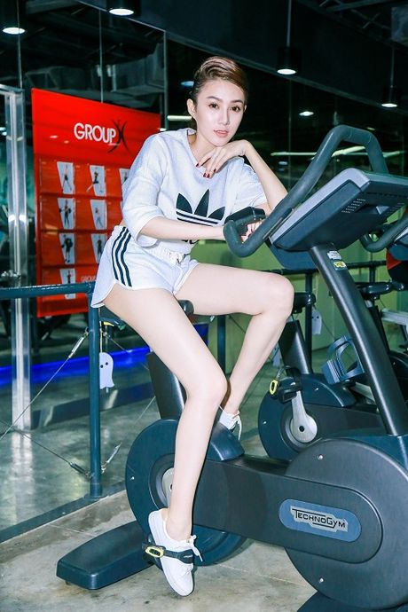 Chan dai Le Ha The Face lo anh tap gym cang nuot - Anh 9
