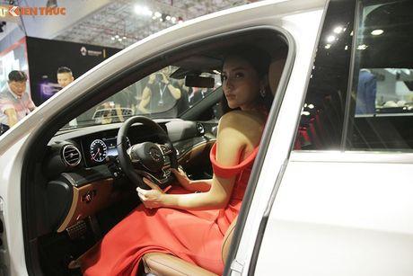 Hoa hau Ky Duyen 'cap ke' xe sang nha Mercedes - Anh 8