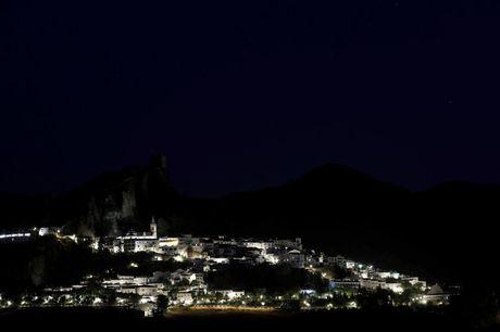 Say long truoc canh sac diem le lang trang Andalusia - Anh 11