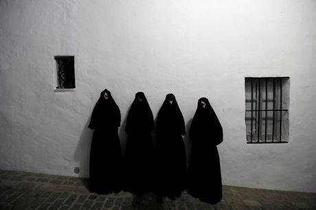 Say long truoc canh sac diem le lang trang Andalusia - Anh 12