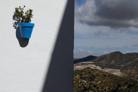 Say long truoc canh sac diem le lang trang Andalusia - Anh 2