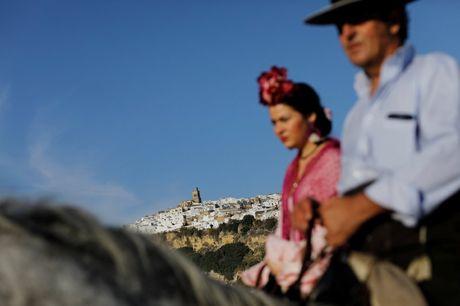 Say long truoc canh sac diem le lang trang Andalusia - Anh 3