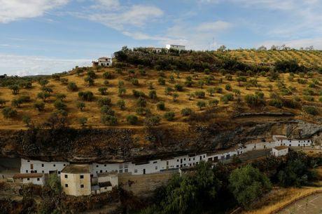 Say long truoc canh sac diem le lang trang Andalusia - Anh 8