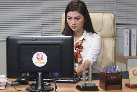 Truong The Vinh say dam hon Thanh Truc tren xe hoi - Anh 1