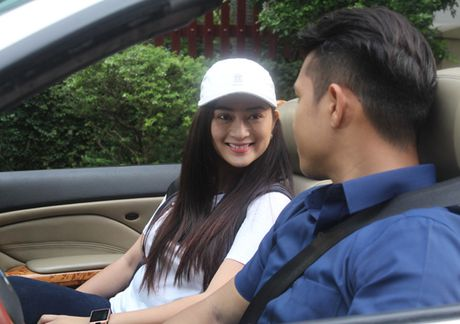 Truong The Vinh say dam hon Thanh Truc tren xe hoi - Anh 3
