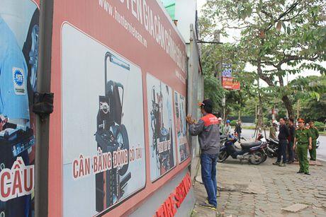 Cau Giay: Thao do cac cong trinh sai pham tren duong Nguyen Khanh Toan - Anh 2