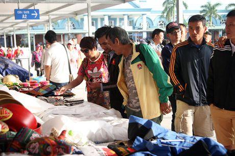 Vinh Ha Long chinh phuc doan bao chi tham gia VCK U.21 Bao Thanh Nien - Anh 13