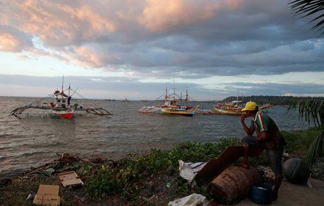 TQ len tieng sau khi ngu dan Philippines tro lai bai can Scarborough - Anh 1