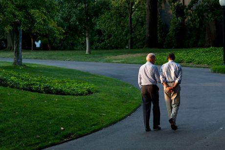 Barack Obama va Joe Biden: 'Cap doi vang' cua Nha Trang - Anh 14