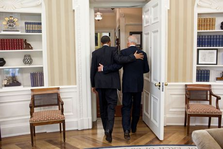 Barack Obama va Joe Biden: 'Cap doi vang' cua Nha Trang - Anh 21